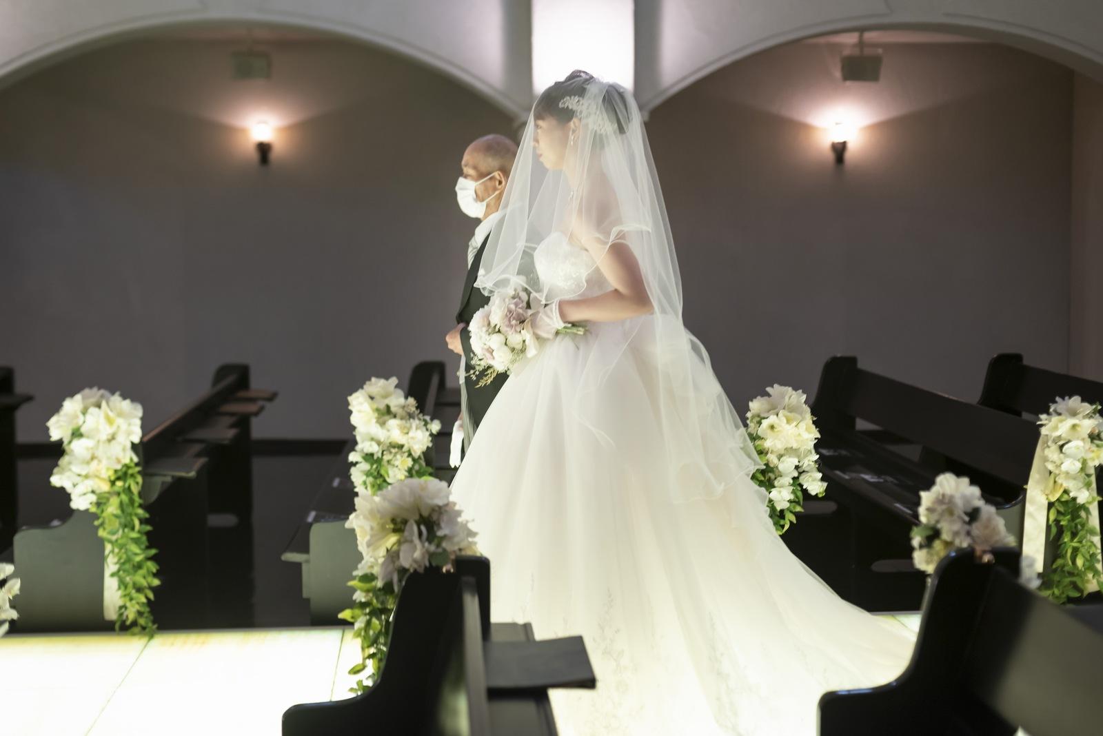 香川県の結婚式場シェルエメール&アイスタイルのバージンロード入場